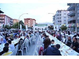 Yeşilyurt Belediyesi iftarda 6 bin kişiyi ağırladı