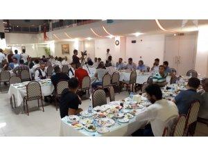 AK Parti gazetecilerle sahurda bir araya geldi