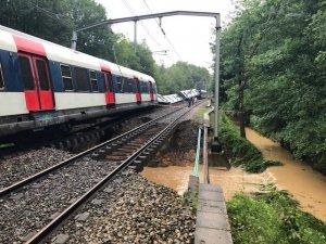 Fransa'da meydana gelen heyelan treni raydan çıkardı: 7 yaralı