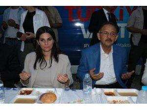 Bakan Sarıeroğlu ve Bakan Özhaseki iftar sofrasında vatandaşlarla buluştu