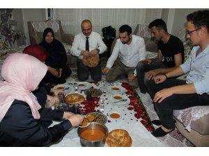 AK Parti Manisa'dan 400 evde gönül sofrası