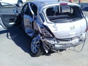 İzmir'de otomobil ile kamyonet çarpıştı: 1 ölü, 2 yaralı