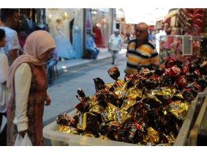 Kemeraltı Çarşısı'nda bayram hareketliliği