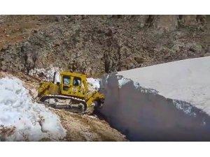 Erzincan'da haziran ayında karla mücadele