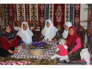 Tarihi iftar sofrasında oruç açtılar