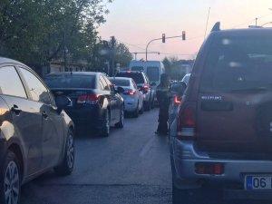 Trafik ışıklarındaki dilenciler tehlike saçıyor