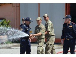 Askerlere yangın eğitimi verildi