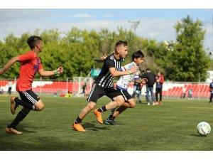 Yavru Kartal Semih Moskova'daki 'Dostluk İçin Futbol' turnuvasında oyunuyla göz doldurdu