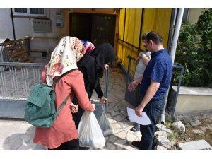 Üniversite öğrencilerinden ihtiyaç sahiplerine yardım paketi