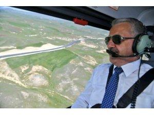 Bakan Aslan, Erzurum'un karayolu ağını helikopterden inceledi