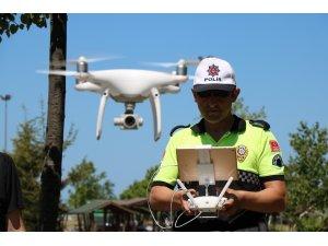 """Polislerden """"drone"""" ile trafik denetimi"""