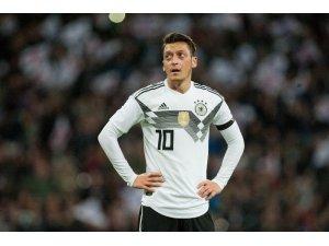 Mesut Özil, Meksika karşısında yok!
