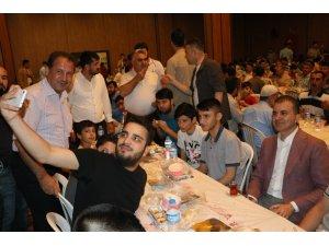 Bakan Çelik, iftar sofrasında gençlerle buluştu