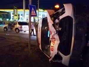 Hatay'da ambulansla otomobil çarpıştı: 5 yaralı