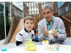 Ünlü oyuncu Necati Şaşmaz, Babalar Günü'nü oğluyla geçirdi