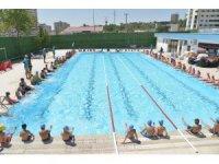 Yetişkinler için yüzme kursu açıldı