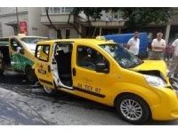 Beyoğlu'nda zincirleme trafik kazası: 1 hafif yaralı