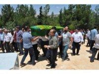 Pompalı tüfekle öldürülen aile bireyleri toprağa verildi
