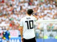 Eski Alman futbolcudan Mesut Özil'e destek