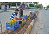 Gölbaşı ilçesinde çiçeklendirme çalışmaları devam ediyor