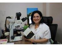Patoloji uzmanından şiir kitabı