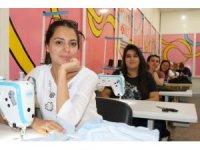 Diyarbakırlı kadınlar 'geleceklerini' dikiyor