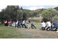 Gençler piknik yapıp doyasıya eğlendi