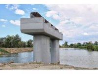 Arifiye'ye 65 metrelik yeni köprü yapılıyor