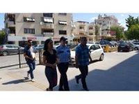 Kadın hırsızlık şüphelisi kıskıvrak yakalandı