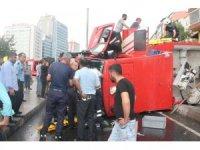 Şişli'de göreve giden itfaiye aracı devrildi: 3 yaralı