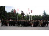 Eğirdir Dağ Komando Okulu'nda Türkiye ve 5 farklı ülke subayları bröve taktı