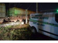 Manevra yapan tren işçilere çarptı: 1 ölü, 1 yaralı