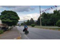 Kutsal topraklara ulaşabilmek için Malezya'dan bisikletle yola çıktı