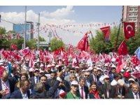 """MHP Genel Başkanı Devlet Bahçeli, """"MHP yüzde 6-7'lerdeymiş. Allah'tam yüzde 1'de gösteren olmadı. Kiralık anket şirketleri parayı verenlerin düdüğünü çalıyorlar. PKK'nın acentesini yüzde 12 gösteriyorlar, Türk sevdalısı"""