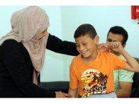 Suriyeli çocuk, 4 yıl sonra ilk kez duydu