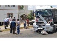 Tır önce otomobile sonra kamyona çarptı