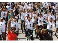 AK Gençlikten bisikletli şehir turu