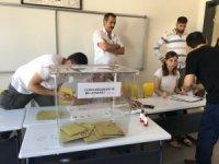 Başbakan'ın da oyunu kullanacağı İzmir'de oy verme işlemi başladı