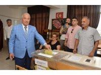 Mersin'de oy verme işlemi olaysız devam ediyor