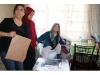Yaşlı ve hasta vatandaşlar seyyar sandıklarda oy kullandı