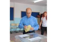 10. Cumhurbaşkanı Ahmet Necdet Sezer, oyunu kullandı