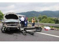 Düzce'de ters şeride uçan otomobil iki araca çarptı: 1 ölü, 7 yaralı