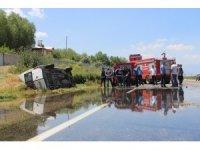 Van'da minibüs takla attı: 2 yaralı