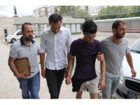 Samsun'da cep telefonu gasp eden Iraklılar yakalandı