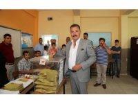 Mersin'de belediye başkanları oyunu kullandı