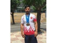 Halterde Daniyar İsmayilov'dan iki altın madalya
