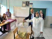 Niğde'de AK Partililer oylarını kullandı