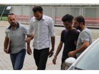 Samsun'da cep telefonu gasp eden Iraklılar tutuklandı