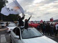 AK Partililer ilk seçim sonuçlarının ardından Huber Köşkü'ne akın etti