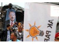 Zonguldak'ta AK Partililer sokaklara akın etti